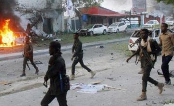 26 muertos en dos explosiones de coche bomba en Somalia