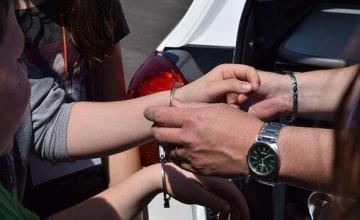 Una travesura de adolescentes a bordo de un vehículo sale mal y una conductora hispana pierde la vida