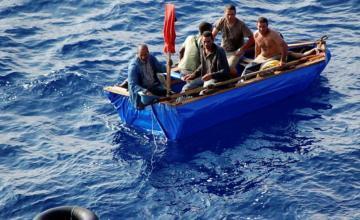 Más de 20 balseros cubanos llegan a los Cayos de la Florida