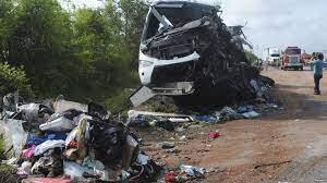 Seis muertos al chocar camión contra autobús en Suecia