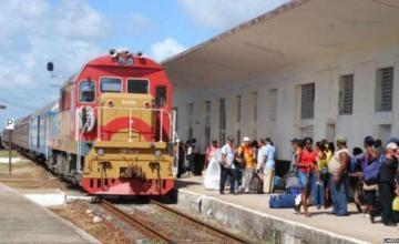 Cuba recibe más locomotoras y un ferrobús de Rusia para renovar el sector del ferrocarril