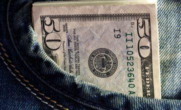 El salario mínimo aumenta hoy en Florida, pero para muchos no es suficiente