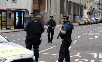 Hombre apuñala a 3 personas en Manchester; sería terrorismo