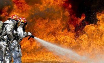 """""""Perdimos todo"""". Voraz incendio destruye almacén familiar en Hialeah"""