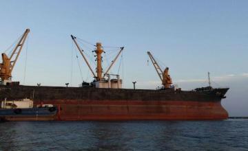Suman al menos 60 buques en 14 puertos sin poder descargar