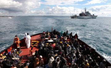 Tras pacto con UE, Malta recibe a migrantes varados en mar