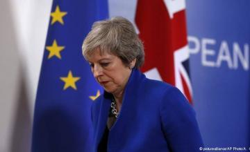 Theresa May sobrevive pero el Brexit se hunde en el caos político