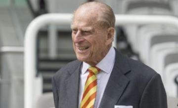 Príncipe Felipe de Inglaterra se recupera tras accidente automovilístico