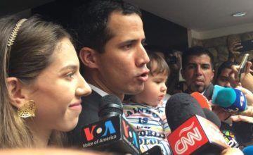 Guaidó denuncia que fuerzas de Maduro asediaron su casa en Venezuela