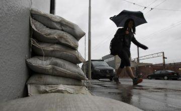 Tormenta sobre California amenaza con desatar inundaciones