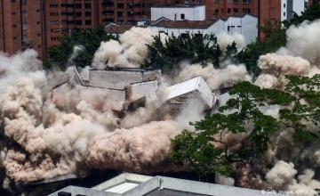 Colombia: derriban el fortín de Pablo Escobar en Medellín