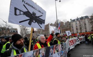 """""""Chalecos amarillos"""" vuelven a salir a las calles en Francia"""