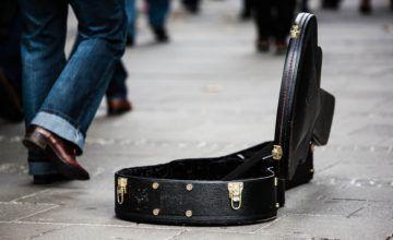 Anarquista español llega a Cuba a tocar su música, hasta que choca con la policía