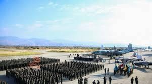 Guaidó pide a seguidores que rodeen bases militares para exigir entrada de la ayuda