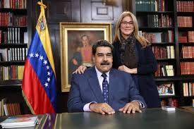 Mientras Maduro se aferra al poder, opositores venezolanos consideran una transición negociada