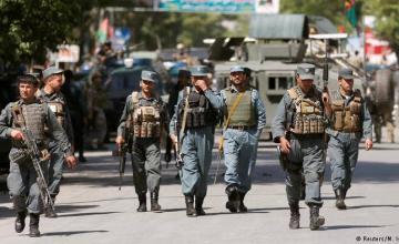 Talibanes capturan a 50 policías fronterizos, combates se intensifican en oeste de Afganistán