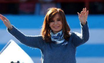 Expresidenta Cristina Fernández busca aliados para retorno electoral en Argentina