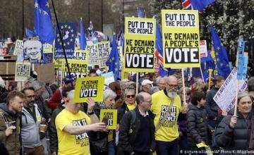 """Los diputados británicos votan opciones del """"brexit"""""""