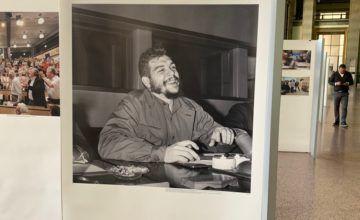 'Vergüenza': Enorme retrato de Che Guevara en la ONU en Ginebra causa indignación
