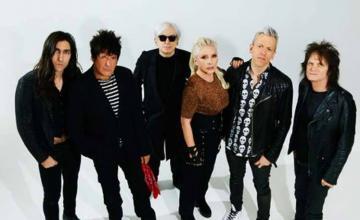 Se luce la legendaria banda Blondie en su debut en La Habana