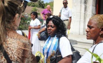 Detenida Berta Soler tras salir de la Sede Nacional de las Damas de Blanco