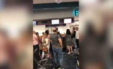 Decenas de cubanos llevan tres días varados en el aeropuerto de Miami