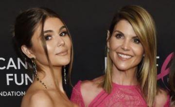 Se entrega actriz Lori Loughlin tras escándalo de sobornos