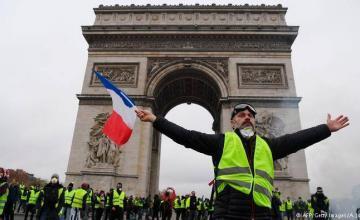 Francia: chalecos amarillos marchan en París, otras ciudades