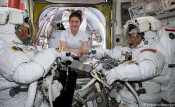 NASA cancela paseo espacial femenino por falta de un traje adecuado