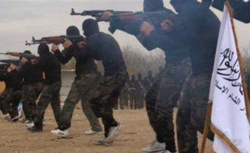 Combatientes de ISIS son evacuados de reducto en Siria