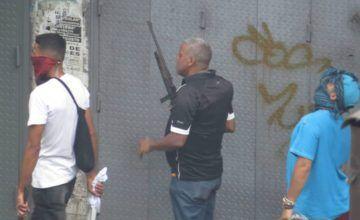 Colectivos disparan contra manifestantes en Caracas