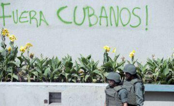 Escritores y artistas de Cuba exigen la salida de los cubanos de Venezuela