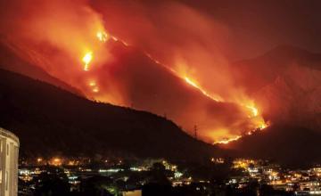 Incendio arrasa amplias zonas de montaña que abastece de agua a Caracas