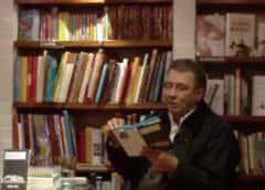 """Darío Jaramillo: """"La poesía es como una religión de ateos o laicos"""""""