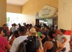 Cinco cajas de pollo para un barrio cubano entero y esto es lo que pasa