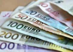 Euro sube desde mínimos de un mes en medio de perspectivas inciertas