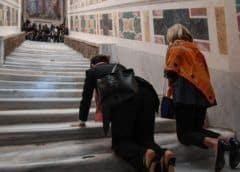Exhiben tal como era la escalera de mármol que subió Jesús para Su juicio