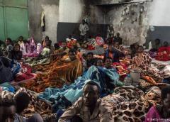 Combates en Libia llegan a centro de detención de migrantes