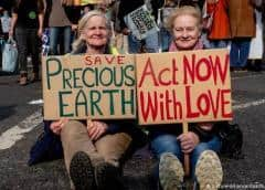 Policía británica dice que detenidos por manifestaciones ambientalistas superan los 700