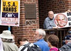 Crece tensión por activistas chavistas en embajada en Washington