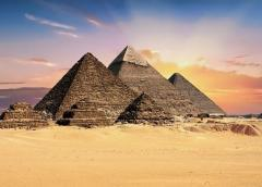 16 heridos en ataque con bomba cerca de pirámides en Egipto