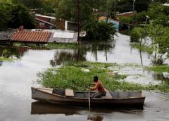 La subida del río Paraguay desplaza a unas 240 mil personas