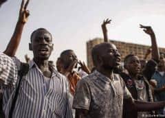 El Ejército desaloja zona de protesta en Sudán, 13 muertos