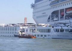 Un crucero pierde el control en un canal de Venecia y deja cuatro heridos