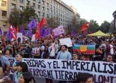 Inmigrantes protestan en Chile en contra de políticas migratorias de Piñera