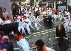 Tres personas son corneadas durante sanfermines en España