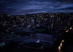 Gran parte de Venezuela lleva más de 17 horas sin servicio eléctrico
