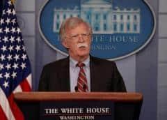 Bolton: se sancionará con castigo financiero apoyo a Maduro