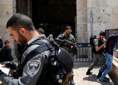Musulmanes y policía israelí chocan en Jerusalén