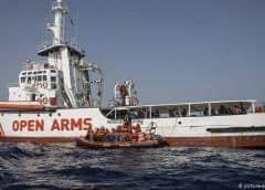 Oenegés rescatan a más migrantes en el Mediterráneo y luchan por llevarlos a puerto
